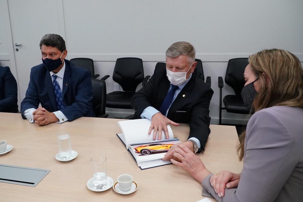 Lamborghini mexicana se encontra com representantes de Santa Catarina