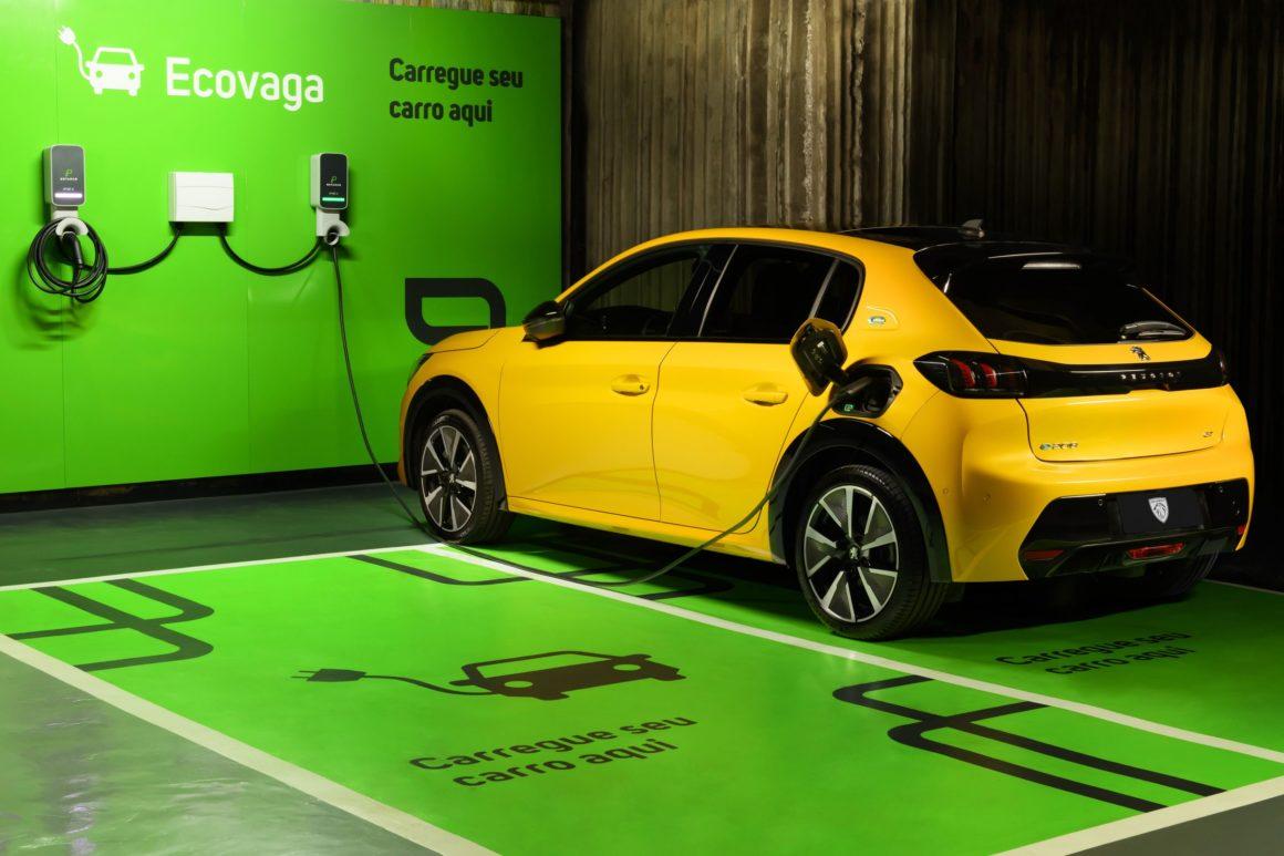 Novo Peugeot e-GT poderá ser carregado em postos da Ecovagas, proveniente da parceria entre a Enel X e a Estapar