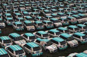 Pátio com veículos abandonados do Pand-Auto