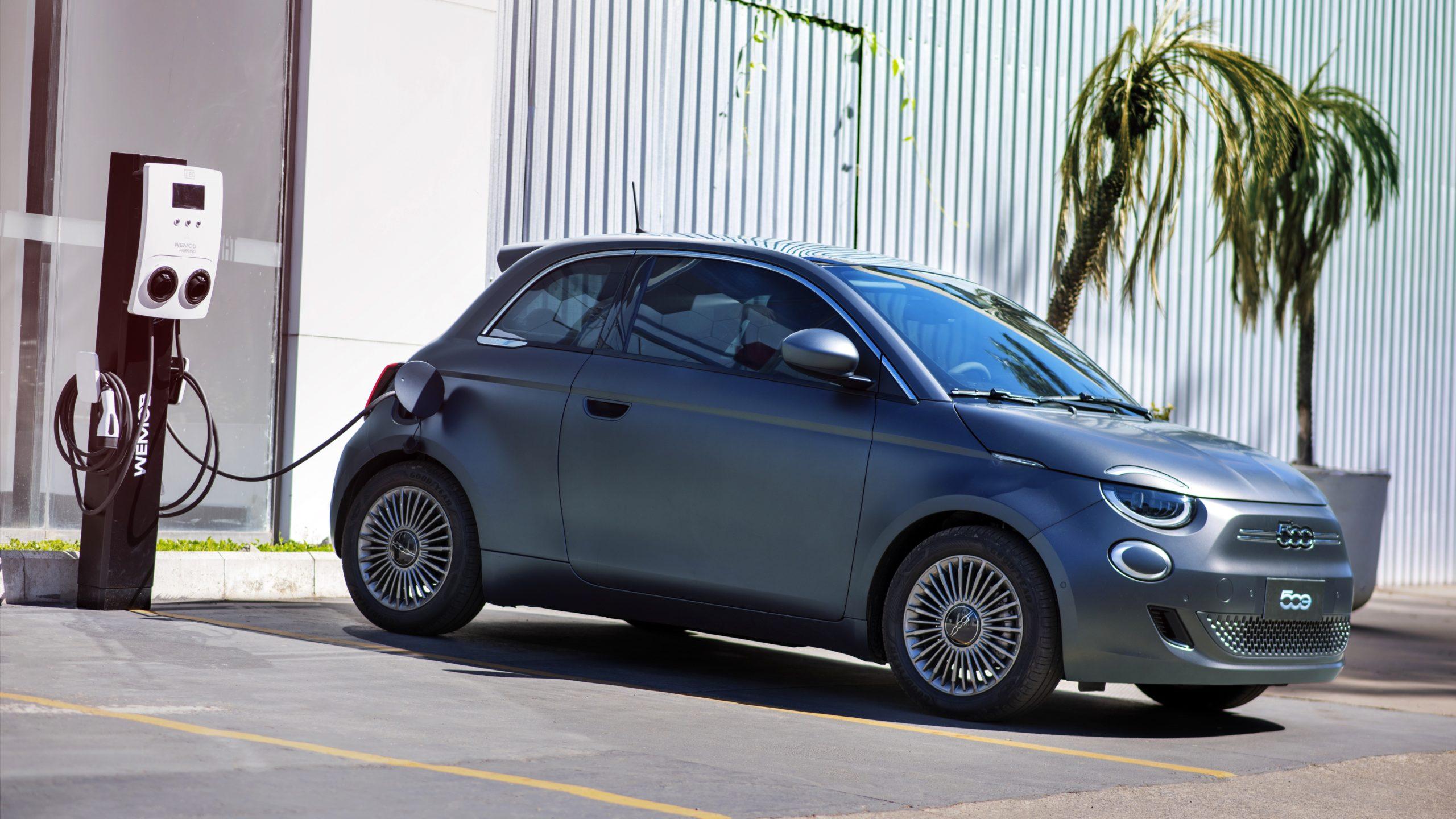 Fiat lança no Brasil o 500e, seu primeiro carro 100% elétrico; veja o preço