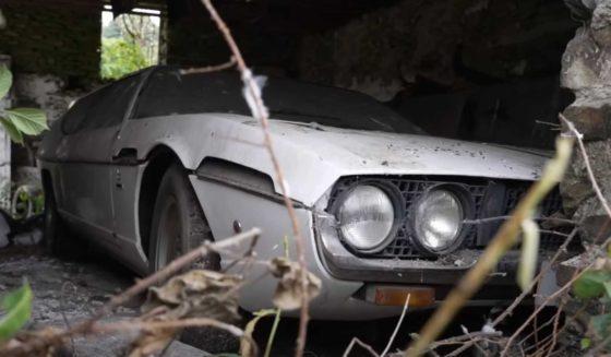 Lamborghini guardado por 30 anos é achado em um terreno abandonado