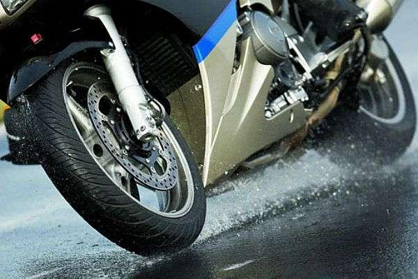 Pneus para andar de moto na chuva