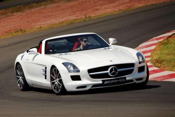 Roadster (conversível De Dois Lugares) Do Mercedes Benz SLS AMG, à Venda No  Mercado Brasileiro Por US$ 515 Mil (R$ 950 Mil, Aproximadamente), ...