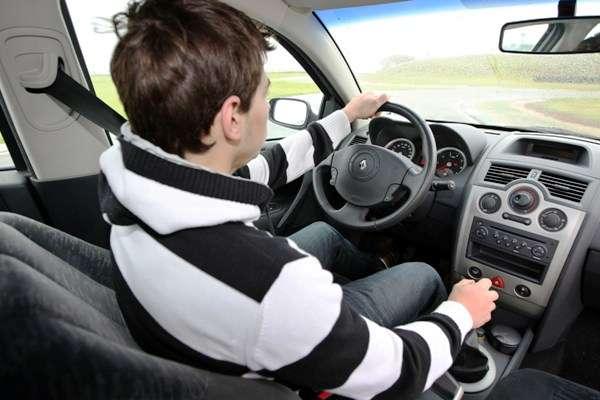 Serviço: Cuidado com maus hábitos ao volante